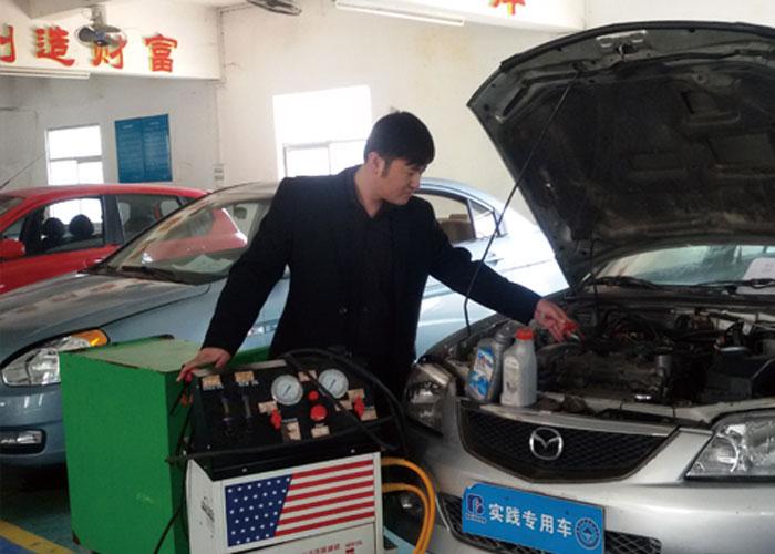 刘庆军 高级技师、教研组组长