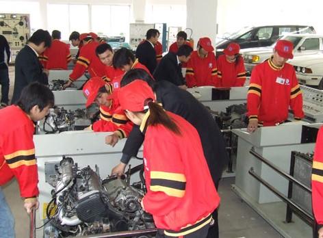 广州北方汽车学院致力汽修技术培训